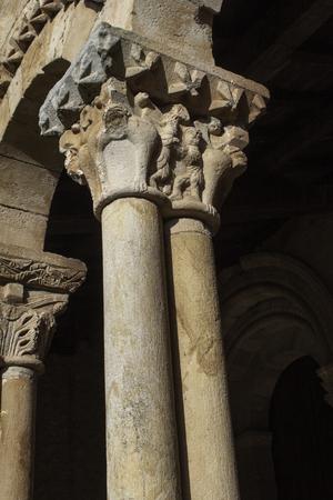 ローマの教会の 2 つの列の詳細 写真素材