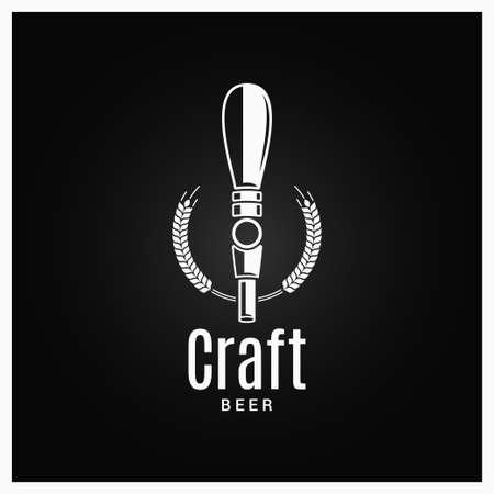 Logo del rubinetto della birra. Etichetta di birra artigianale su sfondo nero Logo