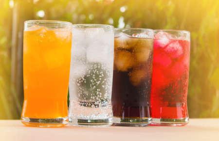 l'eau gazeuse dans un verre