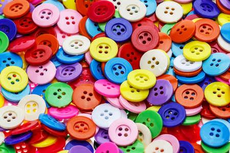 Cucire bottoni, pulsanti di plastica, bottoni sfondo colorato, Bottoni vicino, Bottoni fondo Archivio Fotografico - 38472645