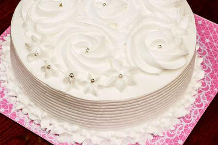 desing: Beautiful and tasty white cake with cream desing pattern rose