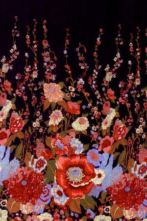 Les fleurs rouges sur fond noir seamless tissu de fond Banque d'images - 47868695