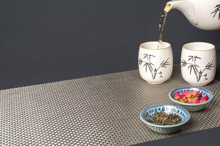 dried flower arrangement: flower tea in glasses