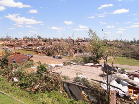 Tuscaloosa, AL, EE.UU. - 28 de abril de 2011: daños del devastador tornado en Tuscaloosa el 27 de abril.