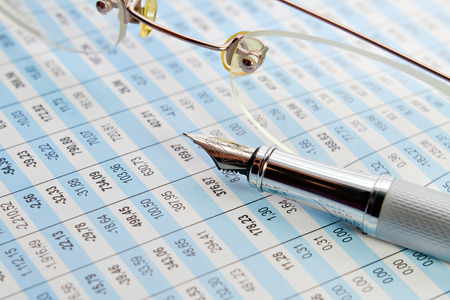 tabulation: Tabulation of statistical data and business analysis in the office
