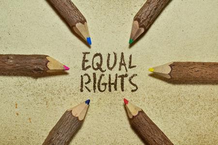 人権についてビンテージ背景の上に鉛筆でイメージ
