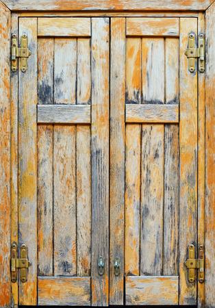 昔ながらの風化木製ウィンドウのクローズ アップ 写真素材