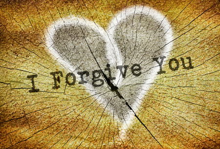 テキスト描画の傷ついた心に書かれたあなたを許すこと