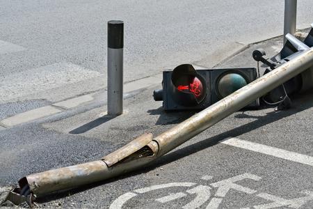 Ongeval op straat en verkeerslicht Stockfoto