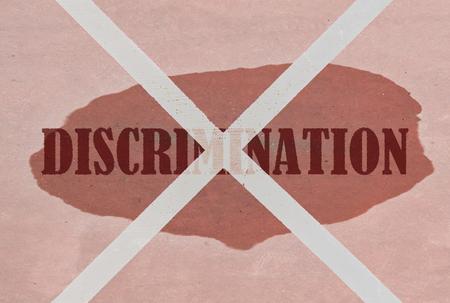 irrespeto: Que atraviesa la Discriminación palabra escrita en el fondo de color rosa