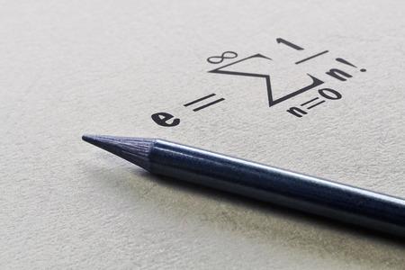 Définition d'une constante mathématique bien connue nommée nombre d'Euler Banque d'images