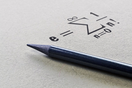 Definition einer bekannten mathematischen Konstanten namens Eulersche Zahl Standard-Bild