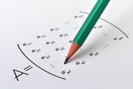 Crayon et forme générale d'une matrice sur fond clair