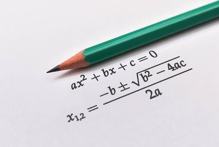 Allgemeine quadratische Gleichung und ihre Wurzellösungsformel