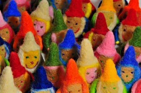 kabouters: zacht speelgoed - vele gekleurde kabouters, close-up Stockfoto