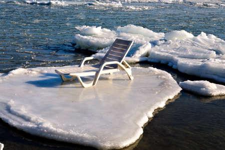 流氷に空の chaise のラウンジ