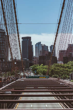 Brooklyn and Columbia Heights seen from the Brooklyn Bridge in New York City, USA Foto de archivo