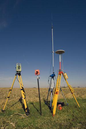 theodolite: Unit� GPS, stazione totale e Prisma in campo. Archivio Fotografico