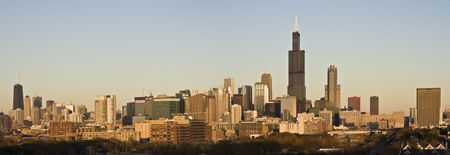 aon: Last rays of sun in Chicago - panorama.