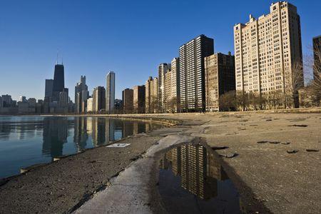 cna: Costa de Oro refleja, Chicago, IL. Foto de archivo