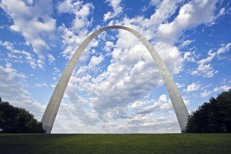 gateway: Gateway Arch in St. Louis, Missouri.