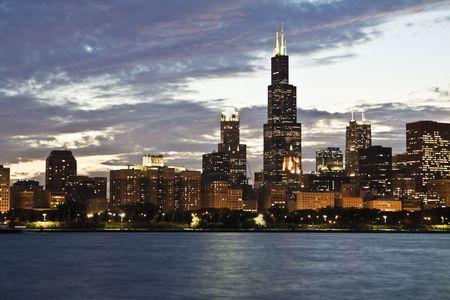 windy city: Noche en el centro de Chicago, IL. Foto de archivo