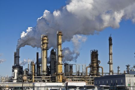 oil refinery: Smoking Refinery in Illinois, USA.