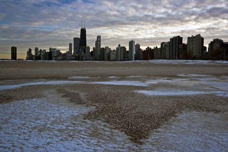 cna: Sunset de invierno en centro de la ciudad de Chicago, Illinois.  Foto de archivo