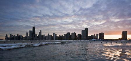 cna: Noche en el centro de Chicago, IL. Foto de archivo