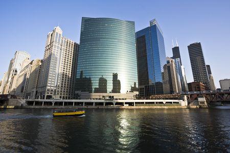 windy city: Barco amarillo R�o Chicago en el horario de verano
