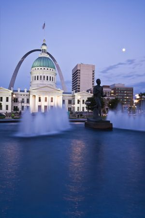 st  louis arch: Old Courthouse in St. Louis, Missouri, Editorial