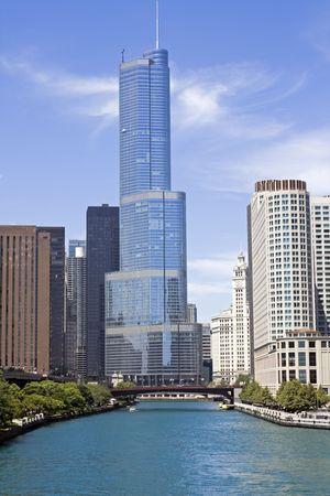 windy city: Colorido edificios de apartamentos en Chicago Foto de archivo