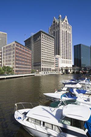 milwaukee: River in downtown Milwaukee, Wisconsin.