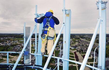 wody wieży: Praca na wysokości - top wieży wody.