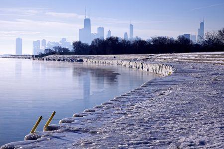 windy city: Ma�ana de invierno en Chicago, Illinois.  Foto de archivo