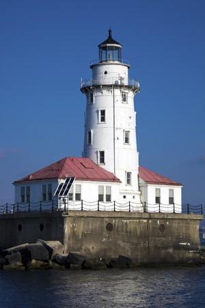 lake michigan lighthouse: Faro de Chicago, visto en la ma�ana  Foto de archivo