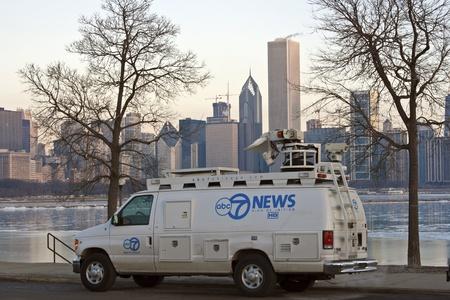 journal t�l�vis�: ABC7 Nouvelles de radiodiffusion de la Solidarit� Drive par le lac Michigan au centre-ville de Chicago