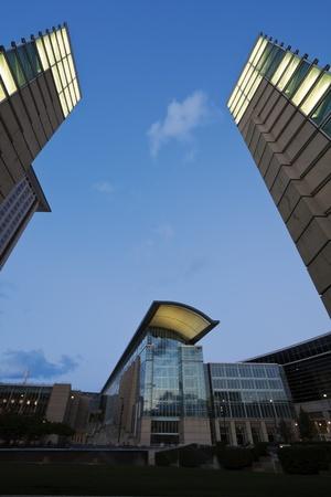 windy city: McCormick Place en el centro de Chicago, Illinois visto caer la tarde. Lugar Mccorimick es el mayor centro de convenciones y exposiciones en los EE.UU..