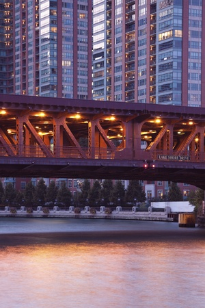 lake shore drive: Bridge on Lake Shore Drive in Chicago during sunset