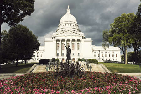 state of wisconsin: State Capitol Building in Madison, Wisconsin