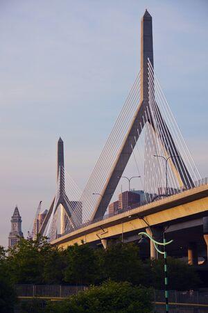 The Leonard P. Zakim Bunker Hill Memorial Bridge in Boston, Massachusetts Imagens