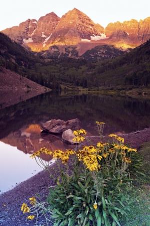 rocky mountains: Maroon Bells - zonsopgang in de bergen