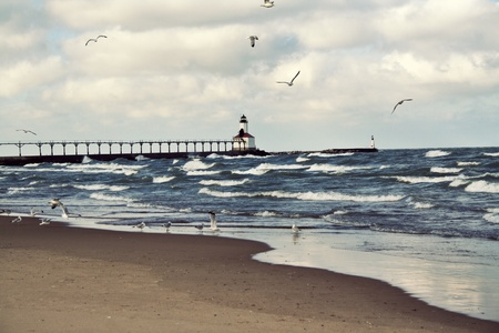 lake michigan lighthouse: Faro en Michigan City, Indiana. Lago Michigan.