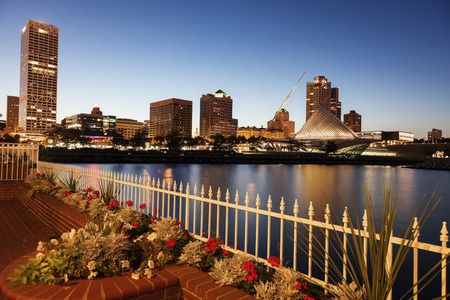 Milwaukee, Wisconsin, USA - skyline at sunset Stockfoto