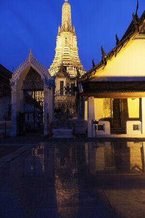 wat arun: Wat Arun Buddhist temple in Bangkok, Thailand