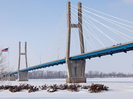 illinois river: Quincy Memorial Bridge winter time. Quincy, Illinois Stock Photo