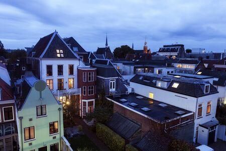Architectuur van Utrecht in de schemering. Utrecht, Nederland.