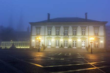 Mist van de ochtend in het centrum van de stad Luxemburg. Luxemburg Stad, Luxemburg.
