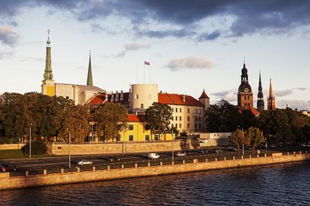 Riga Skyline accross Fluss Daugava. Riga, Lettland.