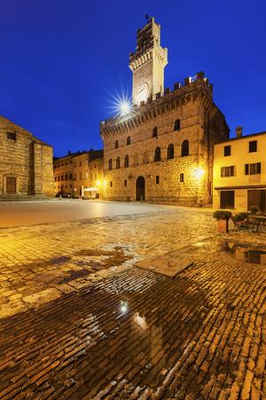montepulciano: Piazza Grande in Montepulciano. Montepulciano, Tuscany, Italy Stock Photo